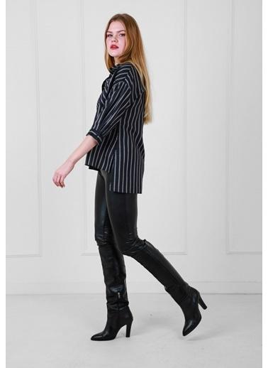 JEANNE D'ARC Çizgili Viskon Kumaş Önü Kısa Arkası Uzun Önden Düğmeli Bluz Siyah